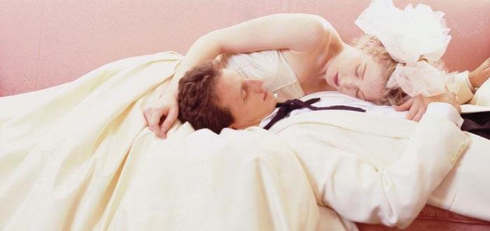 Первая брачная ночь секс на русском языке, порно хорошей женщины в душе